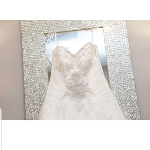 Dresses & Skirts - Stunning wedding dress